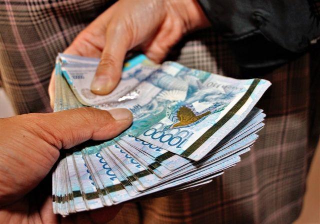 Должностных лиц энергонадзора задержали при получении взятки в Алматинской области